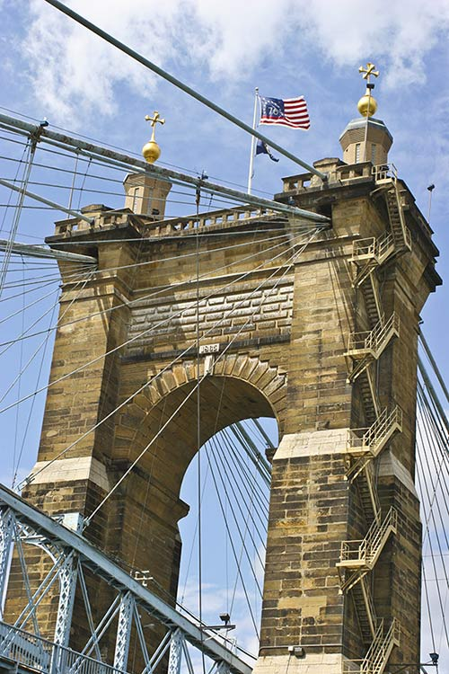 Suspension_Bridge_on_the_Cincinnati_Waterfront-500